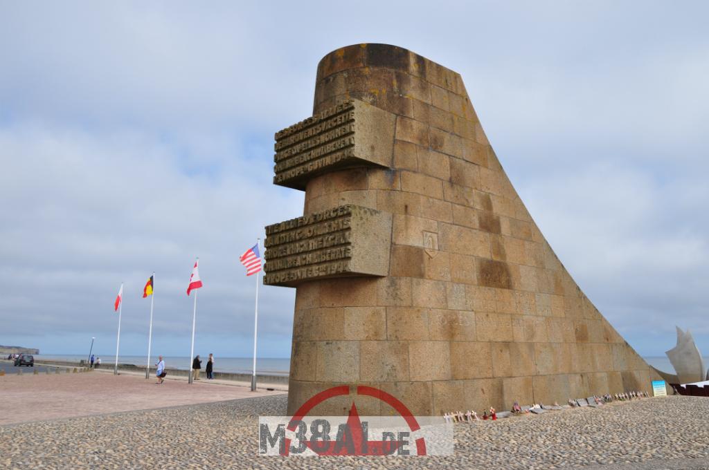14.08.16_Memorial DDay Omaha Beach_19-w1024-h768
