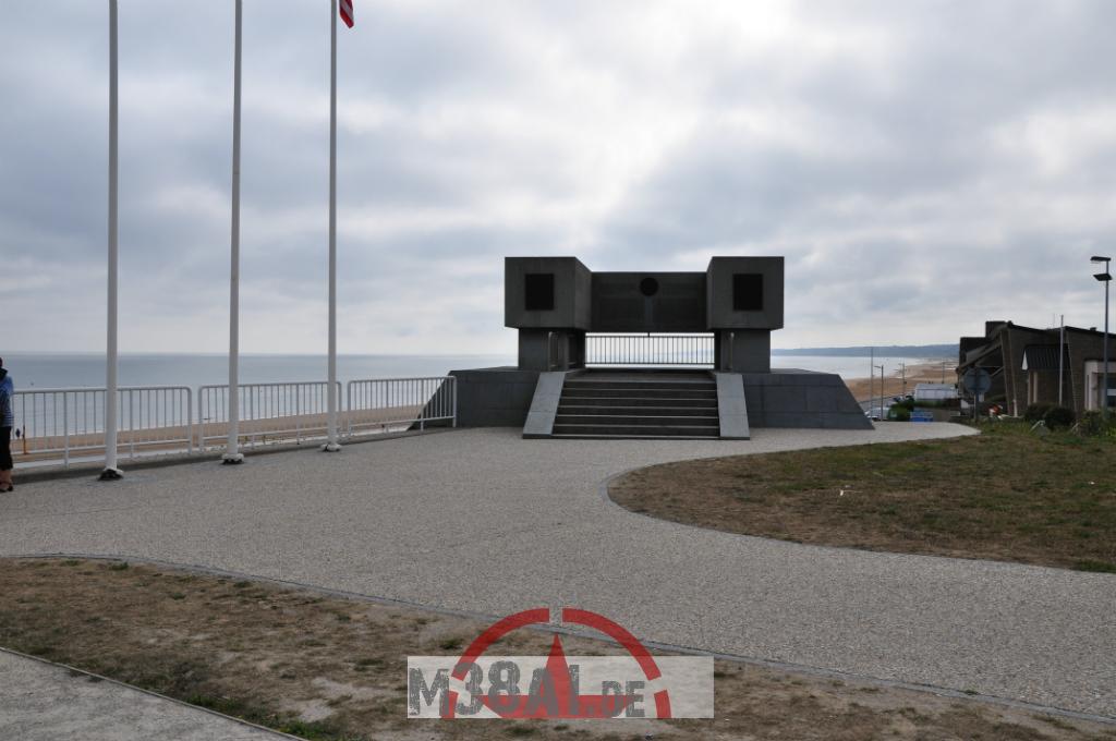 14.08.16_Memorial DDay Omaha Beach_2-w1024-h768